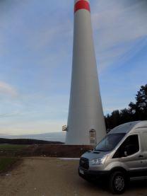 Service-Fahrzeug und Windenergie-Anlage